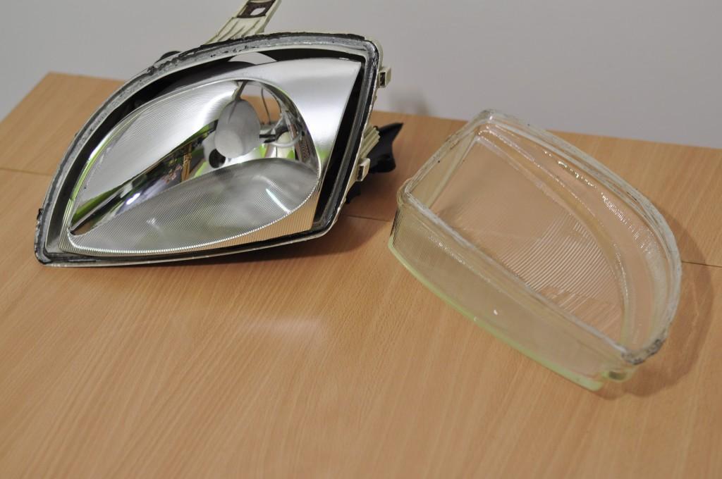 Czyściutki odbłyśnik i szkło reflektora